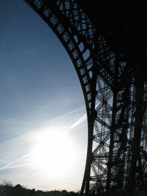 EiffelTowerDetailSun